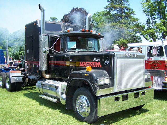 V8 Mack Superliner http://sourkrautsmodeltrucks.com/wp-w3pup.php?w3_sectionid=2&w3_imageid=51